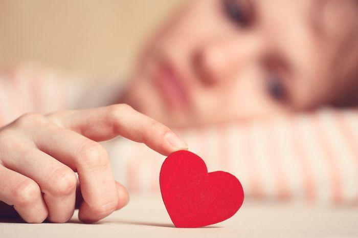 Jatuh cinta bagi beberapa orang menjadi hal yang mengerikan.