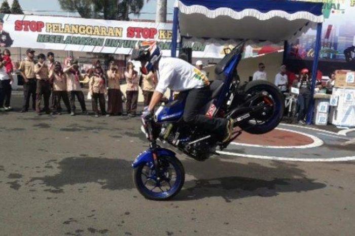 Freestyle motor di Mapolres Cimahi.