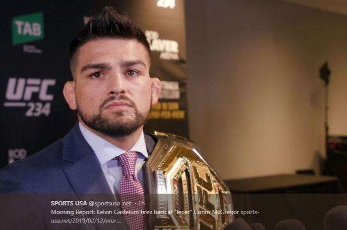 Kelvin Gastelum sedang memberikan komentarnya soal laga UFC 234 yang dibatalkan.