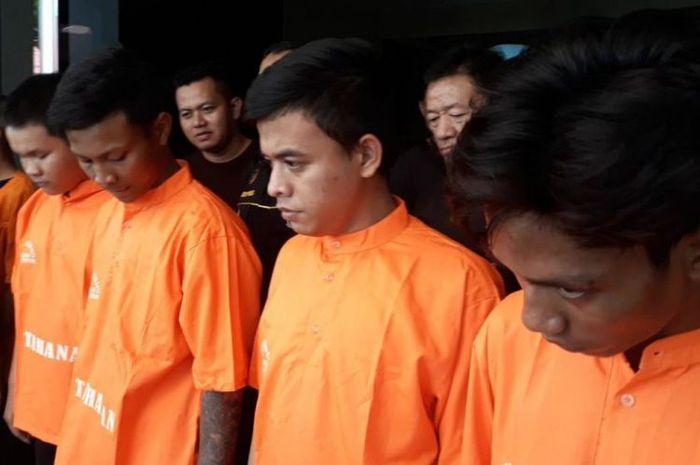 Para pelaku begal yang menamai dirinya gangster Jakarta diringkus Polres Metro Bekasi Kota Usai membegal di Medan Satria, Kota Bekasi, Jumat (4/1/2019)