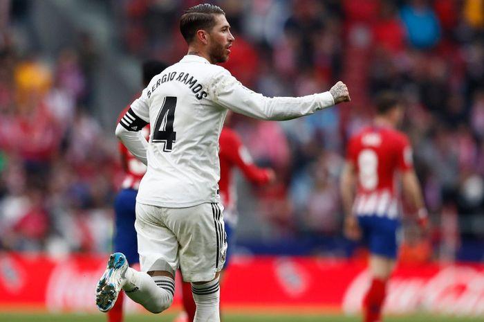 Kapten Real Madrid, Sergio Ramos, dalam laga pekan ke-23 Liga Spanyol melawan Atletico Madrid di Stadion Wanda Metropolitano, Madrid, 9 Februari 2019.