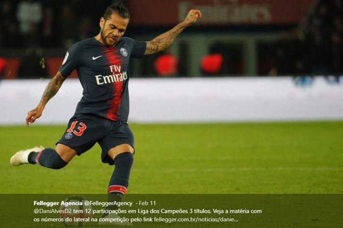 Bek sayap Paris Saint-Germain, Dani Alves, sesumbar jika timnya mampu juara Liga Champions musim ini berkat kemenangan meyakinkan di Old Trafford semalam.