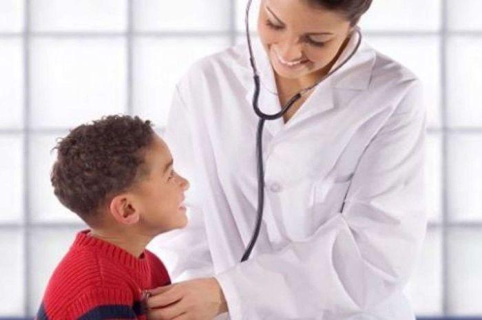 Segera bawa ke dokter bila anak mengalami gejala penyakit kawasaki.