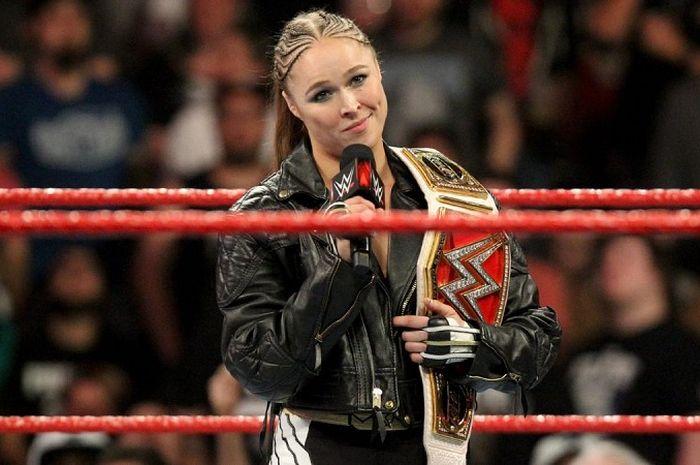 Ronda Rousey saat tampil dalam acara RAW yang digelar WWE.