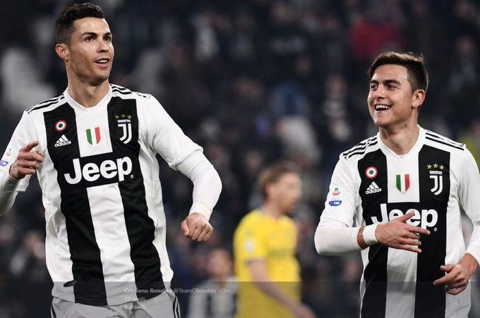 Cristiano Ronaldo (kiri) dan Paulo Dybala mencetak gol Juventus ke gawang Frosinone dalam partai Liga Italia di Allianz Stadium Turin, 15 Februari 2019.