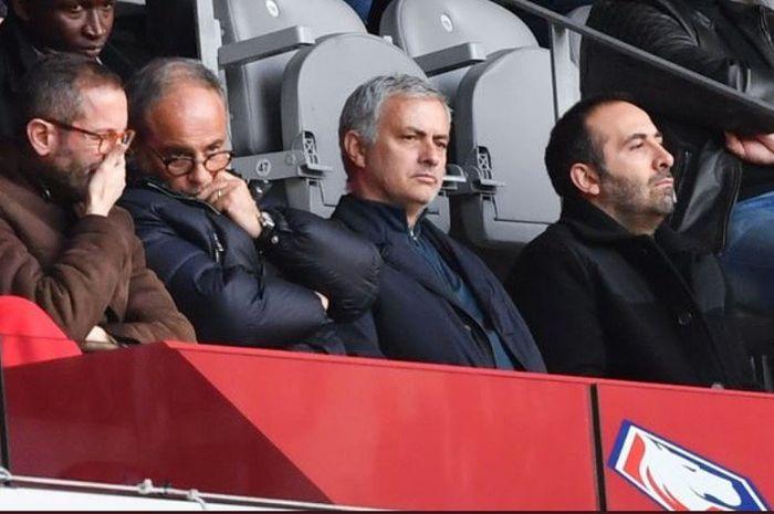 Setelah dipecat oleh Manchester United pada Desember 2018 lalu, Jose Mourinho membuka peluang untuk kembali melatih di luar Inggris.