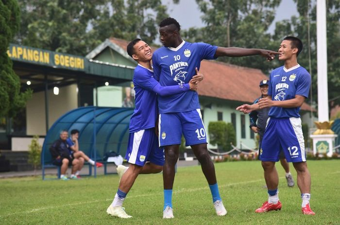 Ezechiel N'Douassel menjadi tumpuan utama untuk meloloskan Persib Bandung ke babak 8 besar Piala Indonesia saat bermain di kandang Arema FC.