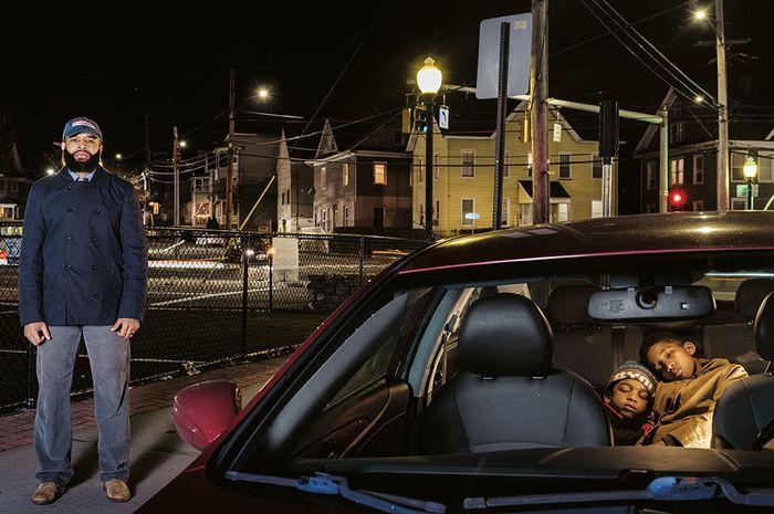 Woodrow Vereen, Jr. Fairfield Avenue, Bridgeport, Connecticut (2015) Dua putra Vereen berkendara bersamanya saat dia dihentikan dan digeledah polisi karena menerobos lampu ku-ning. Dia memenangkan gugatan dan kini berjuang mencari cara menceritakan kepada  anak-anaknya tentang menghormati polisi.