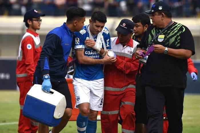 Gelandang Persib Bandung, Esteban Vizcarra mengalami cedera setelah laga melawan Arema FC.