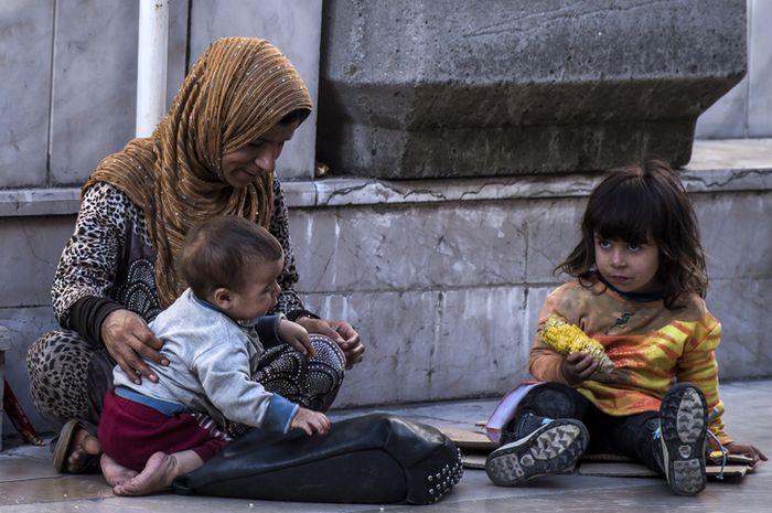 Anak-anak menjadi korban perang.