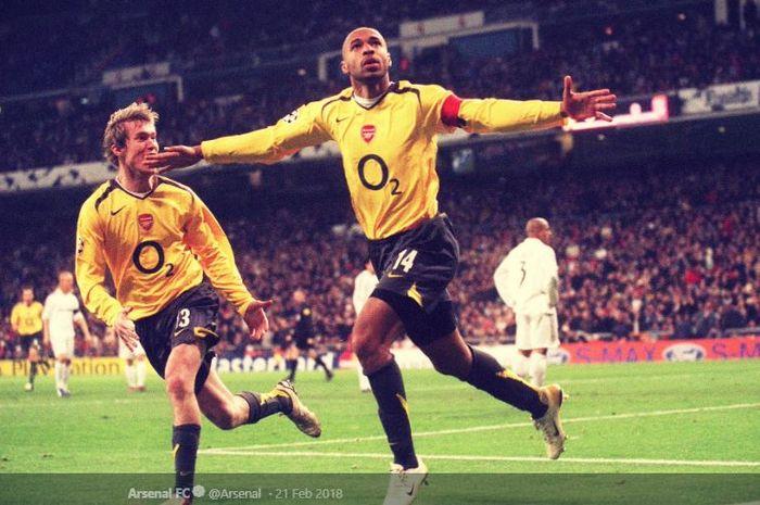 Penyerang Arsenal, Thierry Henry, bersama Alexander Hleb, merayakan gol dalam laga Liga Champions musim 2005-2006 melawan Real Madrid di Stadion Santiago Bernabeu, 21 Februari 2006.