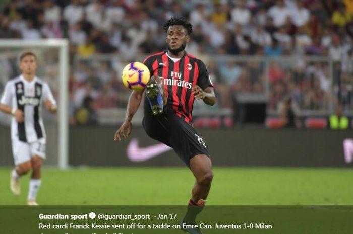 Aksi gelandang AC Milan, Franck Kessie.