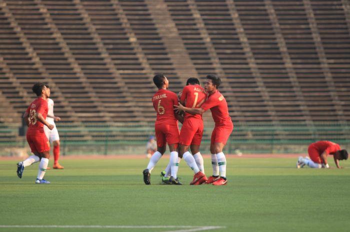 Pemain timnas U-22 Indonesia, M Luthfi Kamal, sukses mencetak gol ke gawang Vietnam