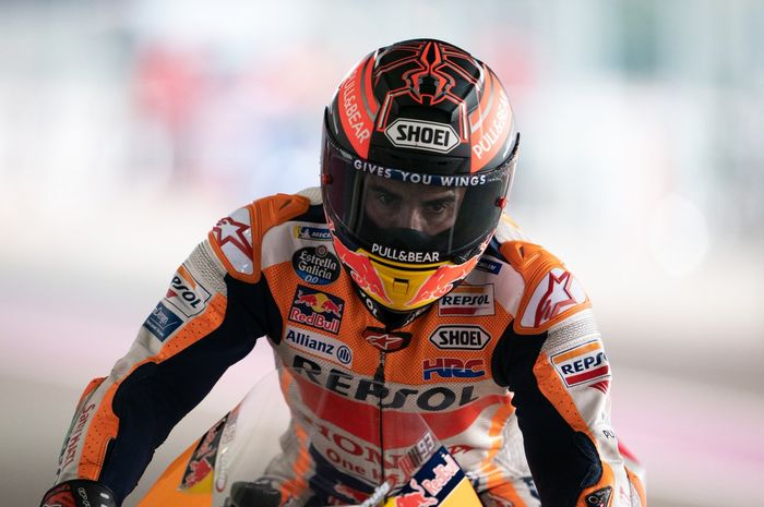 Pembalap Repsol Honda, Marc Marquez, saat tampil dalam sesi tes pramusim MotoGP 2019 yang berlangsung di Sirkuit Losail, Qatar, Sabtu (23/2/2019).