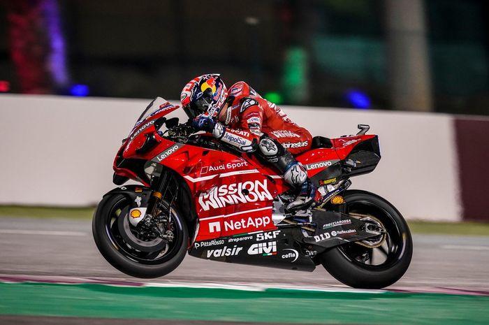 Penampilan Andrea Dovizioso saat melaju di Sirkuit Losail, Qatar untuk sesi tes pramusim MotoGP 2019.