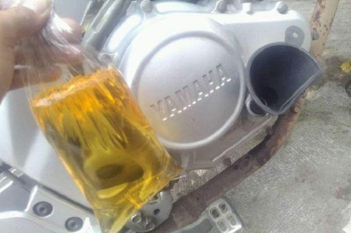 Oli mesin dicampur minyak goreng.
