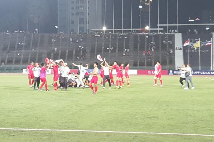 Timnas U-22 Indonesia merayakan kemenangan atas Thailand di final Piala AFF U-22 2019.