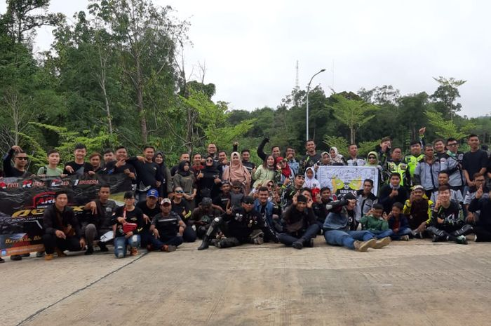 Komunitas motor antara negara Malaysia dan Indonesia melakukan Kopdar Gabungan di Perbatasan Indonesia-Malaysia