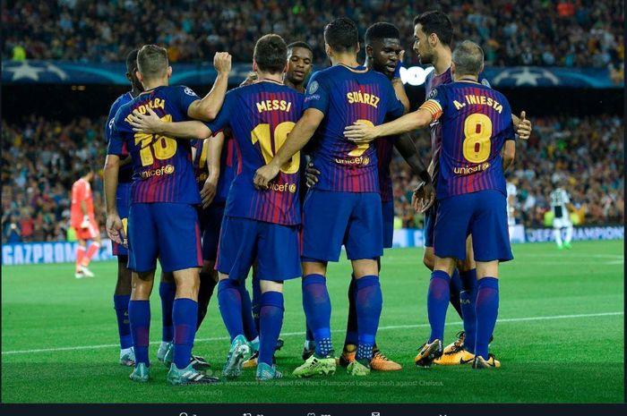 Para pemain FC Barcelona saat merayakan gol.