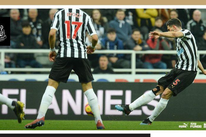 Bek Newcastle United, Fabian Schaer, mencetak gol dalam laga Liga Inggris melawan Burnley di Stadion St. James' Park, Selasa (26/2/2019).