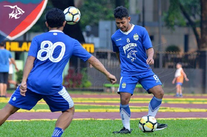 Gelandang Persib  Bandung Gian Zola kini menjadi incaran klub lain setelah sukses membawa Timnas U-22 Indonesia juara Piala AFF U-22 2019.