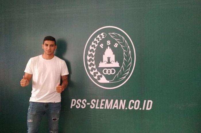 Gelandang asal Argentina, Brian Ferreira, saat resmi bergabung bersama PSS Sleman untuk hadapi musim 2019.