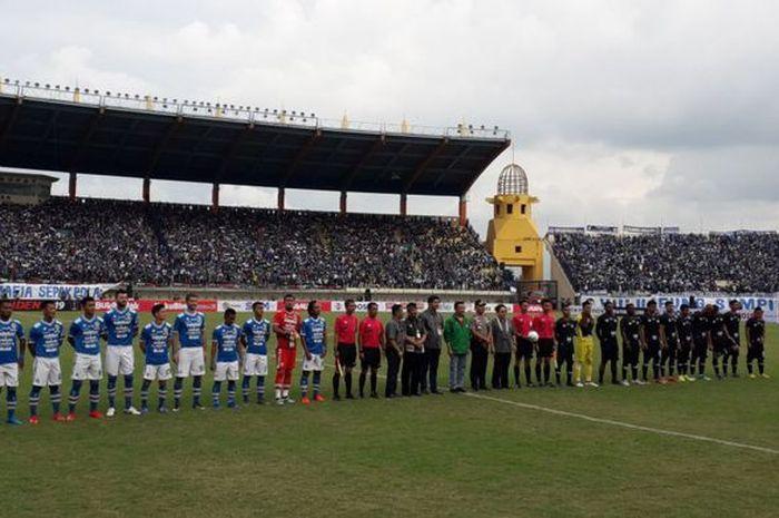 Pertandingan pembuka Piala Presiden 2019 antara Persib Bandung melawan Tira-Persikabo di Stadion Si Jalak Harupat, Bandung, Sabtu (2/3/2019)