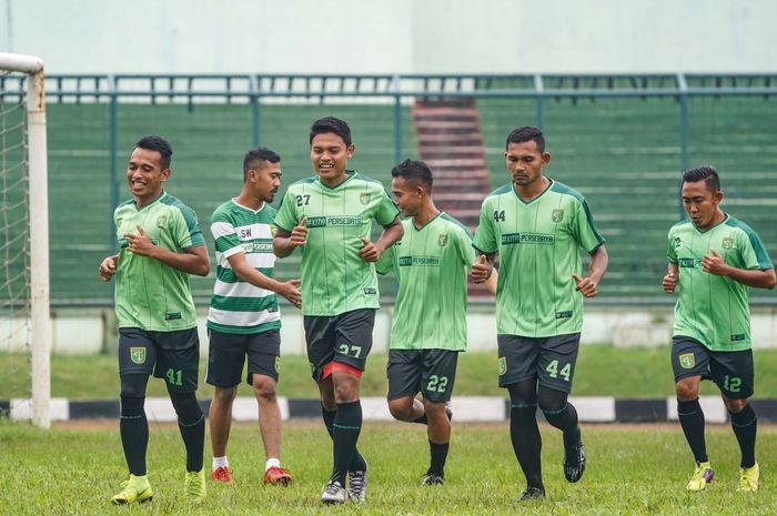 Sesi latihan Persebaya Surabaya (di ajang Piala Presiden 2019) dipimpin langsung oleh asisten pelatih Bejo Sugiantoro.