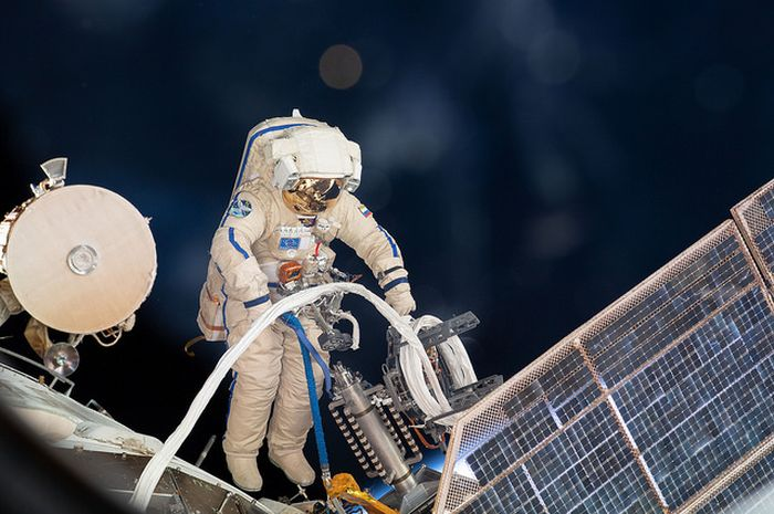 Ilustrasi spacewalk