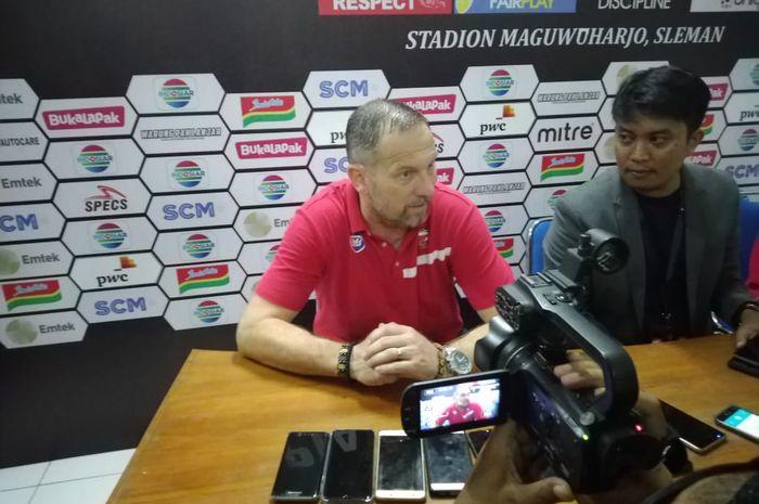 Pelatih Madura United, Dejan Antonic, selepas laga kontra PSS Sleman di Piala Presiden 2019, Selasa (5/3/2019).