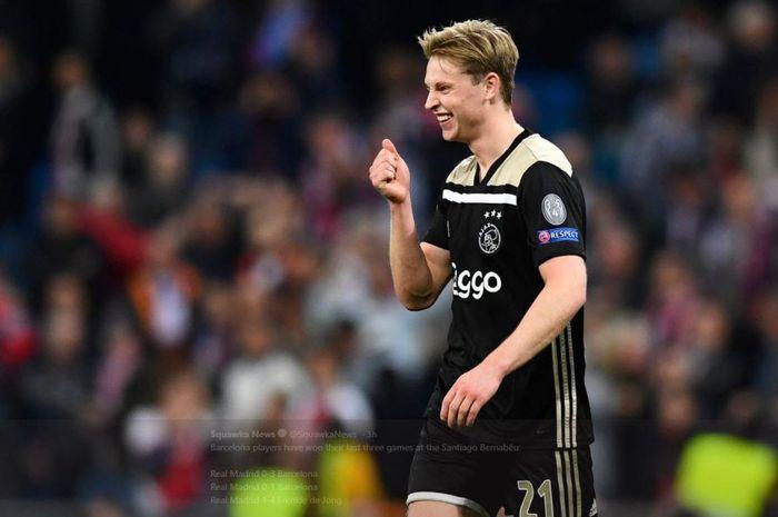 Gelandang Ajax Amsterdam, Frenkie de Jong, dalam partai melawan Real Madrid di Liga Champions.
