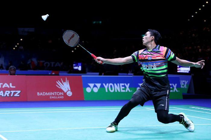 Pemain bulu tangkis tunggal putra Indonesia, Jonatan Christie, saat bermain di All England Open 2019 melawan Lee Dong-keun (Korea Selatan) di Arena Birmingham, Birmingham, Inggris, Rabu (6/3/2019).