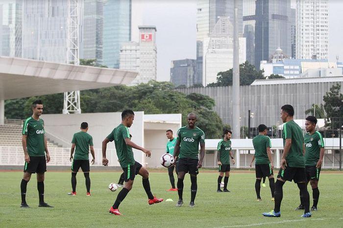 Pemain Timnas Indonesia berlatih ringan di Stadion Madya, Senayan, Jakarta, Jumat (8/3/2019).