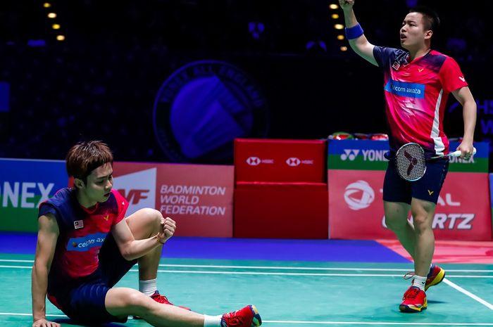 Pasangan ganda putra Malaysia, Aaron Chia/Soh Wooi Yik, melakukan selebrasi setelah memastikan diri ke semifinal All England Open 2019 setelah mengalahkan Liu Cheng/Zhang Nan (China) di Arena Birmingham, Inggris, Jumat (8/3/2019).