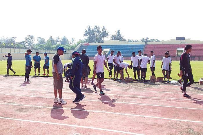 Sesi latihan PSIS di Stadion Gemilang, Kabupaten Magelang, Jawa Tengah, Sabtu (9/3/2019).