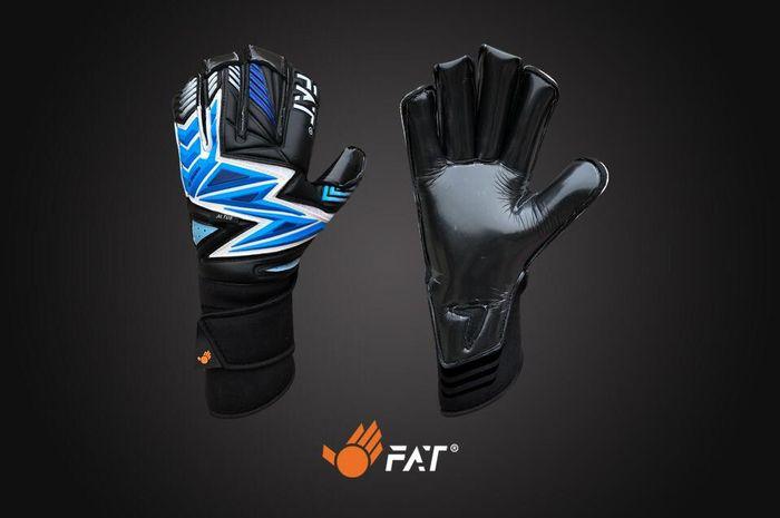 Produk sarung tangan dari FAT yang dipakai semua kiper di Kepulauan Mariana Utara.