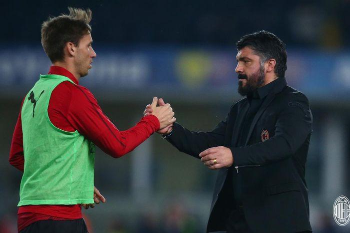 Gelandang AC Milan, Lucas Biglia, bersama pelatih Gennaro Gattuso, jelang laga melawan Chievo dalam pekan ke-27 Liga Italia di Stadion  Marc'Antonio Bentegodi, Verona, 9 Maret 2019.