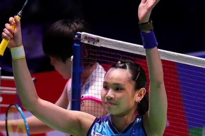 Pebulu tangkis tunggal putri Taiwan, Tai Tzu Ying, melakukan selebrasi setelah memastikan diri ke final All England Open 2019 di Arena Birmingham, Inggris, Sabtu (9/3/2019).