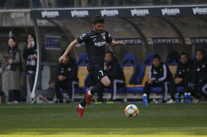Aksi David Villa bersama Vissel Kobe saat dijamu Vegalta Sendai pada pekan ketiga Liga Jepang 2019, 10 Maret 2019.