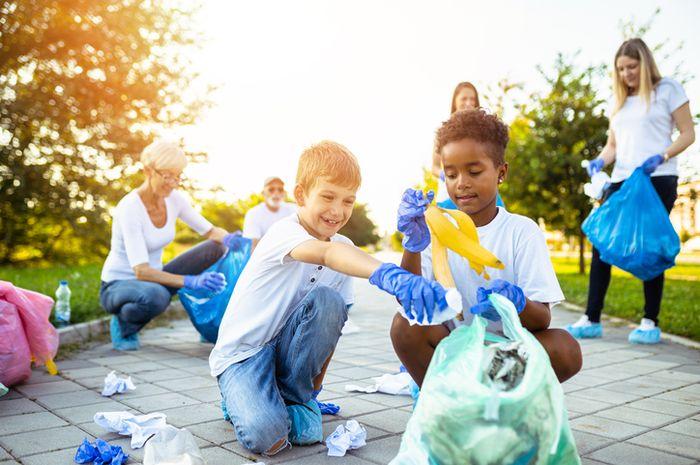 Trashtag Challenge mengajak kita untuk membersihkan sampah di lingkungan sekitar.