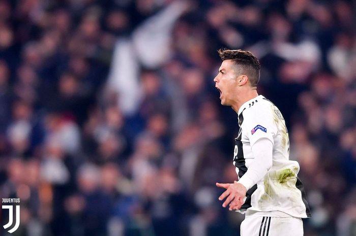 Megabintang Juventus, Cristiano Ronaldo, mencetak gol dalam laga babak 16 besar Liga Champions kontra Atletico Madrid di Stadion Allianz Turin, 12 Maret 2019.