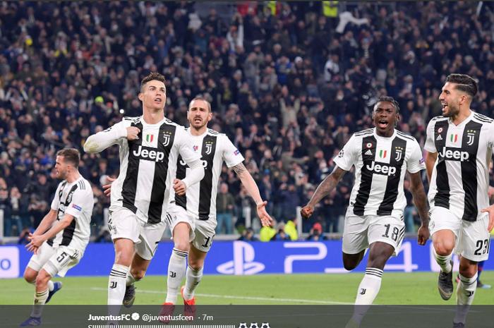 Cristiano Ronaldo, membuat hat-trick ke-8 di Liga Champions saat membawa Juventus menang 3-0 atas Atletico Madrid, Rabu (12/3/2019)
