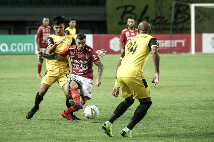 Eks Pemain Bhayangkara FC yang Kini Berseragam Bali United, Paulo Sergio, dalam laga melawan mantan timnya di laga terakhir Grup B Piala Presiden 2019