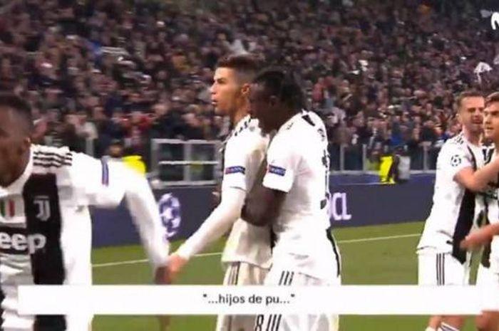 Megabintang Juventus, Cristiano Ronaldo, mengumpat ke tribune suporter Atletico dalam partai Liga Champions di Allianz Stadum, Selasa (12/3/2019)