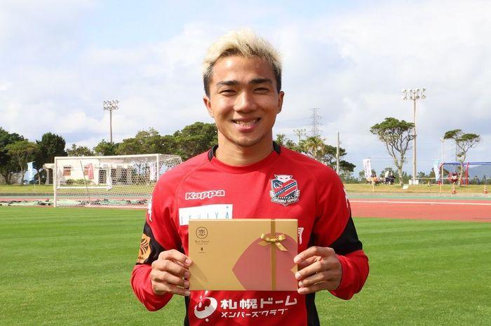 Bintang klub Liga Jepang, Consadole Sapporo asal Thailand, Chanathip Songkrasin.
