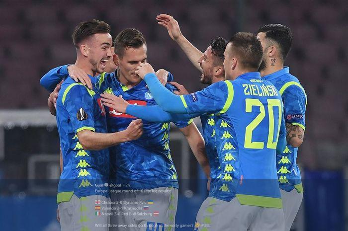 Para pemain Napoli merayakan gol ke gawang Red Bull Salzburg di Liga Europa.