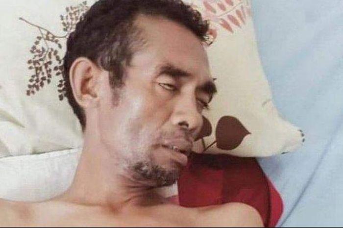 Mantan petinju juara nasional, Dickson Ton, dikabarkan mengalami sakit paru-paru.