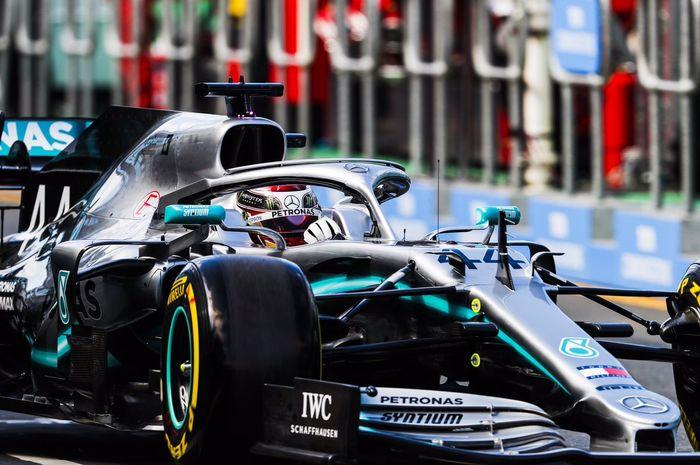 Lewis Hamilton (Mercedes) saat tampil pada sesi FP1 F1 GP Australia 2019 yang berlangsung pada Jumat (15/3/2019).