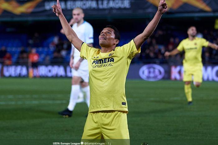 Penyerang Villarreal, Carlos Bacca, merayakan gol yang dicetak ke gawang Zenit dalam laga leg kedua babak 16 besar Liga Europa di Estadio de la Ceramica, Kamis (14/3/2019).
