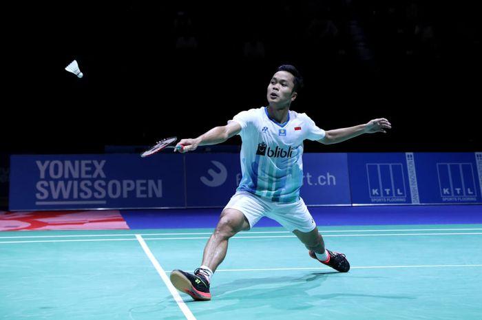 Pebulu tangkis tunggal putra Indonesia, Anthony Sinisuka Ginting, tampil pada semifinal Swiss Open 2019 di Basel, Swiss, Sabtu (16/3/2019).